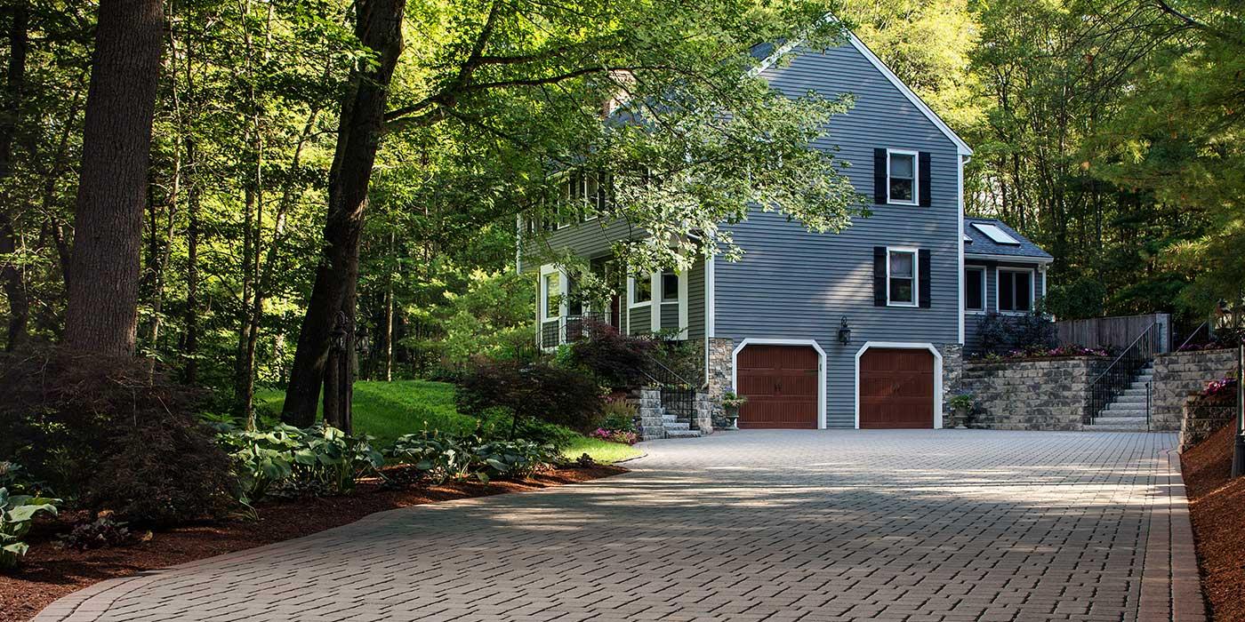 driveway of pavers